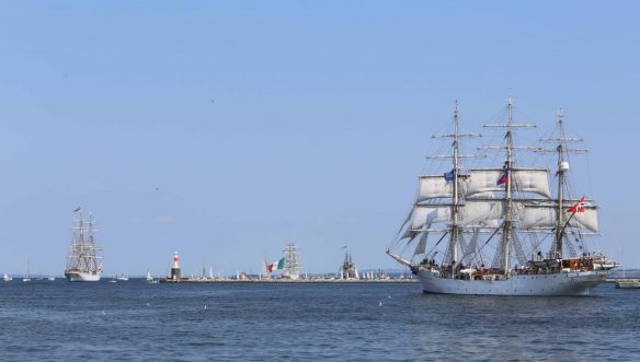 Tall ships sail out total