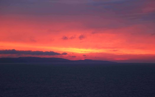 At sea sunset bjerg