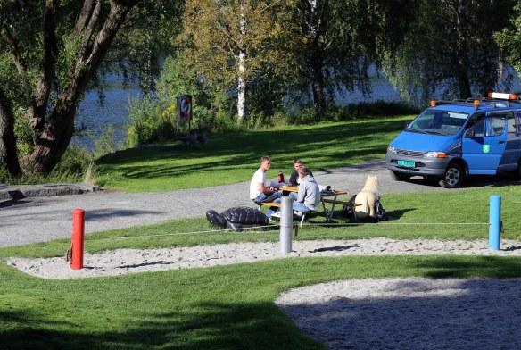 Norge Norway Kongsberg slackline in park photo: Marina Aagaard