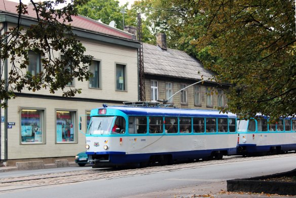 Riga tram and wood houses photo: Marina Aagaard and Henrik Elstrup