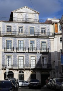 Lisboa building with tiles blue
