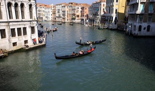 Venedig kanal i Rialto broens skygge foto Marina Aagaard