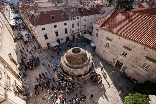Croatia_Dubrovnik_courtyard_from_above