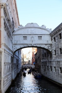 web_Venice_bridge_of_sighs